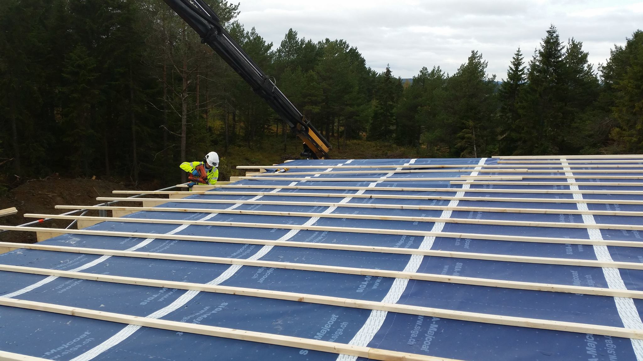 Montering av nytt flat tak på Ronglan