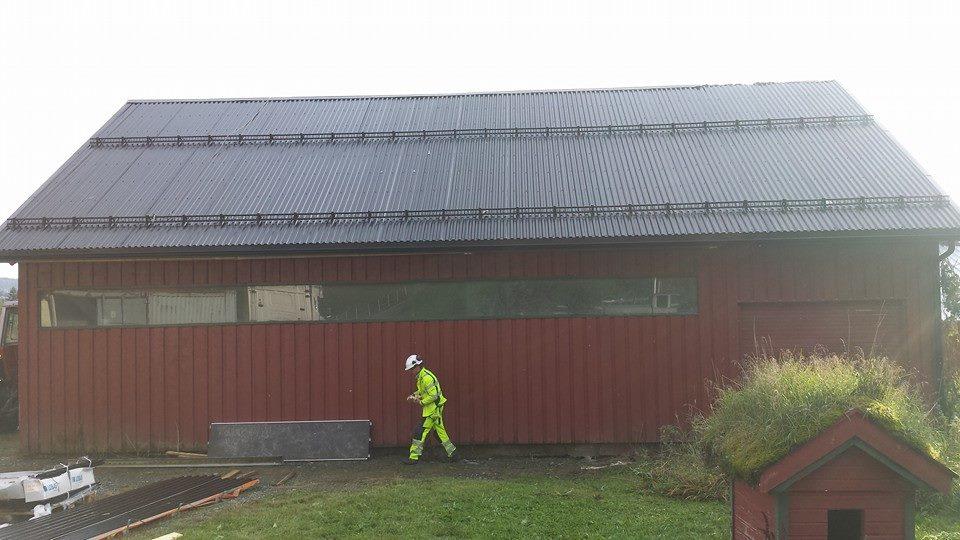 Nytte takplata med kondensbelegg og nye kaizer skjøtfrie takrenner
